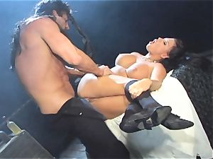 Eva Angelina gets her wet pussy wedged with fuckpole