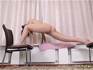 uber-cute nubile opening up her flexi bod