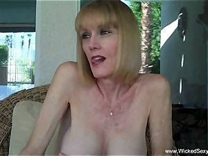 blowjob In The Backyard Pool From mummy