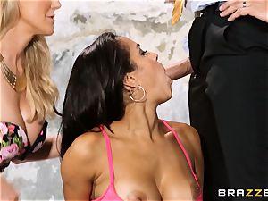 Brandi love lets ho-bo Abbey Lee Brazil penetrate her stud