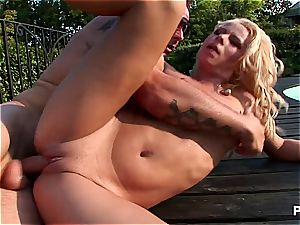 platinum-blonde Sunny pounded in arse in bright daylight