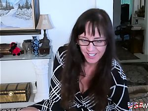 USAwives Mature woman oral job and fucktoy onanism