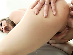 yummy Dani Daniels dumps during this stunning session
