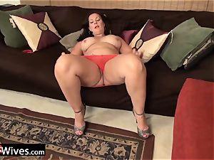 USAWives mature woman Dylan masturbating alone