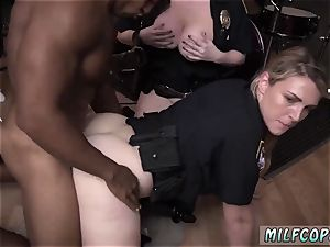 motel housekeeper oral job moist video captures officer drilling a deadbeat dad.