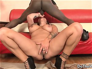 scorching mummy pornographic star takes phat ebony trunk for spouse