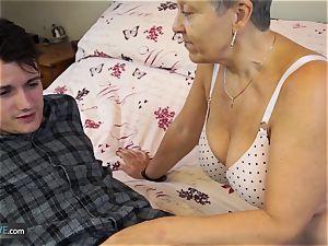 AGEDLOVE granny Savana plowed with truly stiff stick
