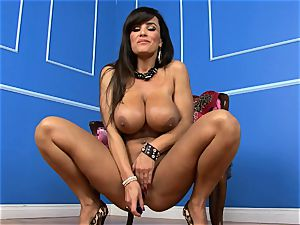 jaw-dropping Lisa Ann wedges her faux-cock deep in her raw snatch