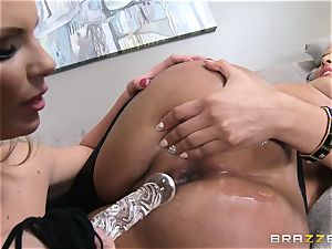 Phoenix Marie introduces Kiara Mia to rectal