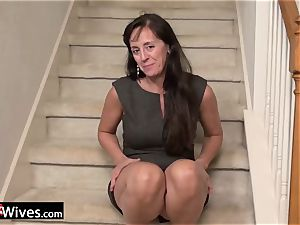 USAWives mature Rose enjoying her raw twat alone