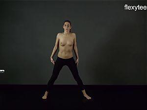 FlexyTeens - Zina demonstrates nimble bare assets
