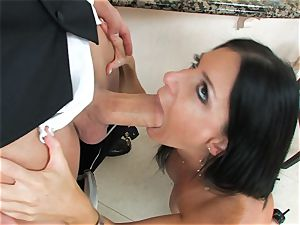 India Summers, dark-haired nude slut, takes big sausage on her lips in bj