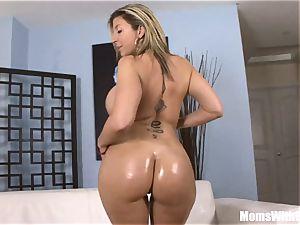 Oiled-Up platinum-blonde mummy Sara Jay plumbing ebony man rod