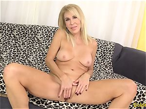 Mature blonde flashes off her cunt and penetrates