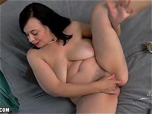 Nina frigs her ginormous hairy honeypot