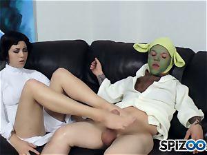 Daisy Haze wanks off yoda with her feet
