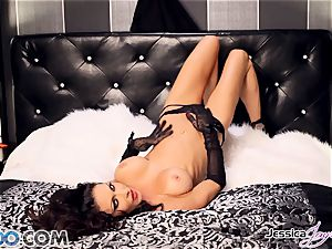 Jessica Jaymes toying with her uber-sexy cooter pie
