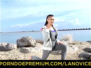 LA newcummer French brown-haired gal plumbed at the beach