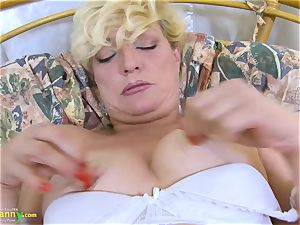 OldNannY light-haired Mature Solo Titplay and fingerblasting
